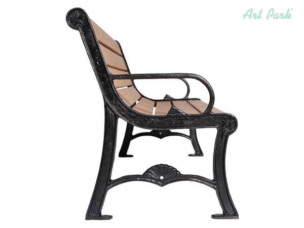 Красива и елегантна дървена градинска мебел